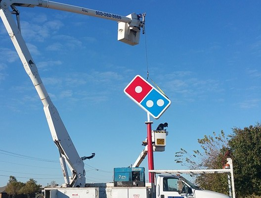 Dominos Pizza signage 004